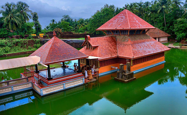 Ananthapura Lake Temple, Kasargod