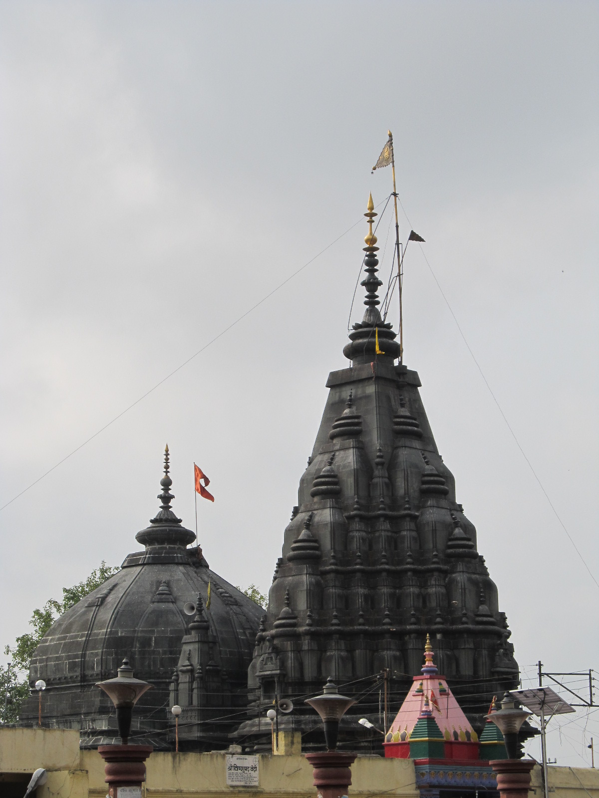 Vishnupad_Temple-_Front_end